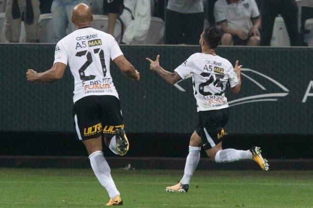 Saindo do banco, Clayson marcou o quarto gol em três partidas pelo Timão